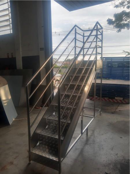 Plataforma metalica industrial